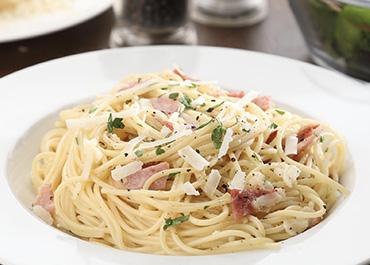 Spaghetti alla Carbonara with Smoked Back Bacon